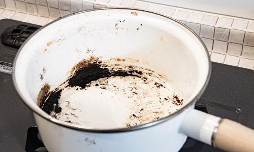 ホーロー鍋の焦げ